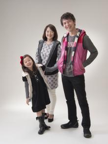 家族で立っている写真