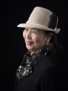 シニアポートの帽子を被った婦人
