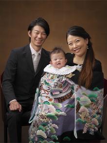 家族で お宮参りの集合写真